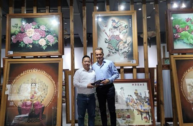 Art meets DeLavalle wines in RuiLi-1